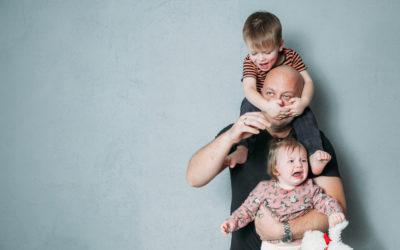 Parents de jumeaux, triplés ou enfants rapprochés: comment réagir quand les enfants crisent… en même temps?