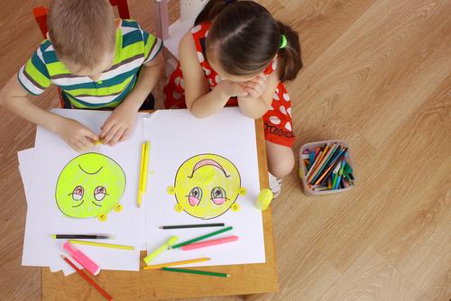 L'éducation émotionnelle avec des multiples: jumeaux, triplés ou enfants très rapprochés