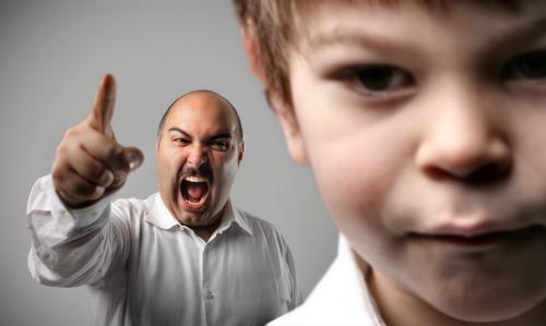 Comment réagir quand votre conjoint crie sur les enfants?